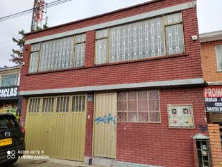 Un edificio de ladrillo rojo con un edificio de ladrillo rojo en Casa En Venta En Bogota Santa Maria Del Lago