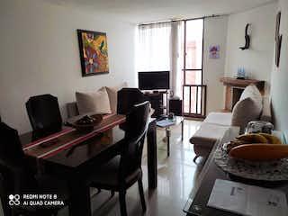 Una sala de estar llena de muebles y una televisión de pantalla plana en Apartamento En Venta En Bogota Palermo