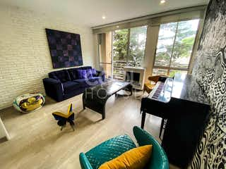 Una sala de estar llena de muebles y una chimenea en Apartamento moderno en venta en La Macarena/Bosque Izquierdo