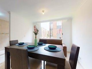 Una cocina con una mesa y una mesa en Apartamento en venta en Barrio El Tintal con Gimnasio...