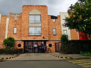 Un edificio de ladrillo con un edificio de ladrillo rojo en CASA DE TRES NIVELES EN BRITALIA NORTE- VENTA