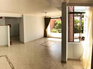 Una cocina con nevera y fregadero en Apartamento en Venta ROBLEDO