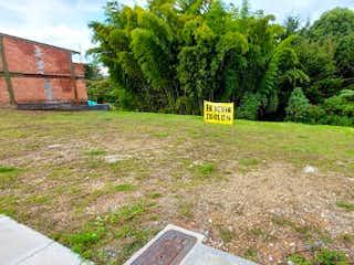Una señal que está sentada en la hierba en Llano Grande, Lote en venta en Chipre de 144m²