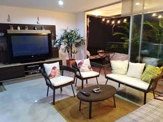 Una sala de estar llena de muebles y una televisión de pantalla plana en Apartamento en venta en Las Flores de 2 hab. con Gimnasio...