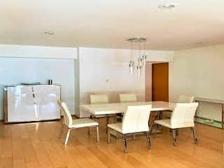 Una habitación llena de un montón de muebles blancos en Casa en venta en Granada 90m² con Zonas húmedas...