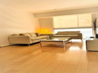 Una sala de estar llena de muebles y una ventana en Casa en Venta en Polanco IV Sección Miguel Hidalgo