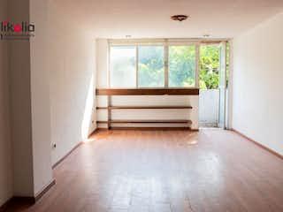 Una habitación que tiene una ventana en ella en Córdoba 185