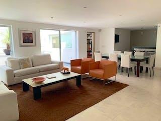 Una sala de estar llena de muebles y una televisión de pantalla plana en VENTA CASA EN LOMAS DE CHAPULTEPEC V SECCIÓN CAS_1364 AN