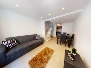 Una sala de estar llena de muebles y un sofá en Vendo Casa en Agrupación Alicante 1 en Tintal Sur, Bosa.