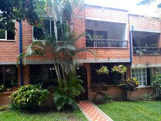 Un edificio que tiene un montón de plantas en él en Casa en venta en Mota de 4 alcoba
