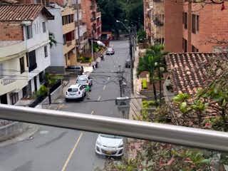 Una vista de un edificio con una torre de reloj en Venta de Apartamento La Floresta, Medellín