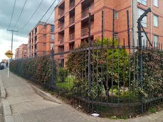Un gran edificio de ladrillos en medio de una ciudad en Apartamento en venta en Dindalito con Bbq...