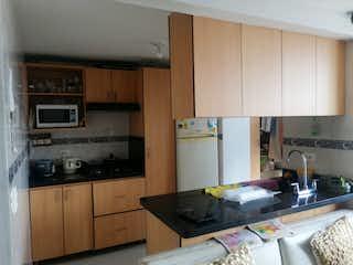 Una cocina con una estufa de fregadero y microondas en Apartamento en Venta en Belén