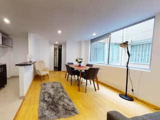 Un grupo de personas sentadas en una sala de estar en Apartamento en venta en Villemar de 2 hab.