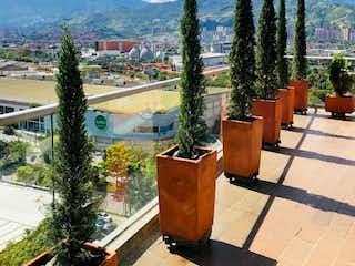 Una fila de plantas en macetas en un patio en Apartamento En Venta En Medellin Santa María De Angeles