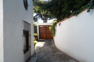 Casa en venta en Chimalcoyotl, 320 m² con patio
