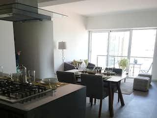 Una cocina con una mesa y una estufa en Estrene Último Deptos 88m2  Amenidades 5 Estrellas