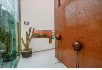 Casa en venta en Jardines del Pedregal, 1,000 m² con jardin y terraza