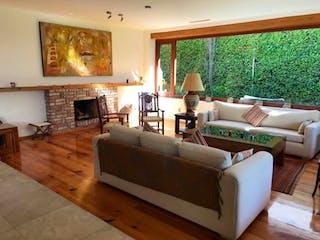 Una sala de estar llena de muebles y una chimenea en Casa en venta en Jardines Del Pedregal de 3 hab. con Jardín...