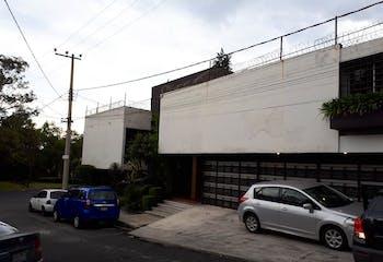 Casa en venta en Pedregal, 1,536 m² con alberca y jardín