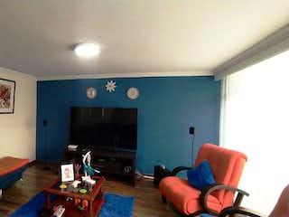 Una sala de estar llena de muebles y una televisión de pantalla plana en VENTA DE CASA NORMANDIA ( ENGATIVA )