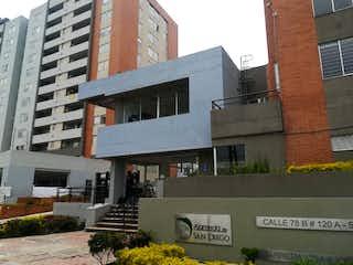 Un gran edificio con una señal en él en Apartamento En Venta En Bogota Gran Granada