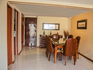 Un grupo de sillas sentadas en una habitación en Apartamento En Venta En Bogota Alameda 170-Usaquén