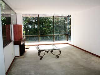 Una escalera que está sentada en una habitación en Apartamento En Venta En Bogota Bosque De Pinos-Usaquén
