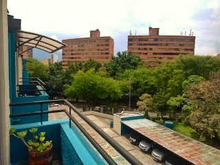 Una vista de una ciudad en medio de una ciudad en Se Vende Apartamento en Calazans parte baja