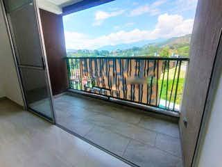 Un cuarto de baño con ducha y una puerta en Apartamento en venta en Santa María 60m² con Zonas húmedas...