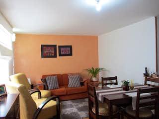 Una sala de estar llena de muebles y una mesa en Casa en venta en Santa Teresa de 3 habitaciones