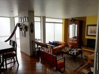 Una sala de estar llena de muebles y una chimenea en Venta de casa en Santa Barba, 3 habitaciones y 2 parqueaderos