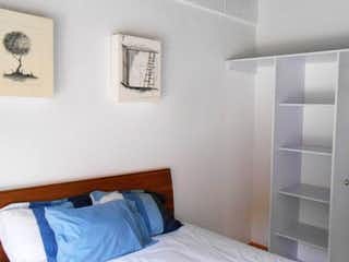 Un dormitorio que tiene una cama en él en Departamento en venta en Doctores de 2 alcobas