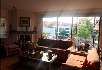 Apartamento en venta Santa Bibiana, cuenta con 2 habitaciones y 2 garajes.
