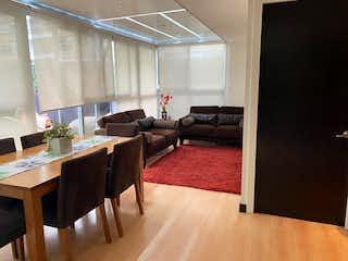 Una sala de estar llena de muebles y una alfombra en DEPARTAMENTO EN VENTA GRAND POLANCO