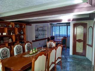 Una habitación llena de un montón de muebles de madera en Casa en venta en Xaltocan, 320m² con Zonas húmedas...