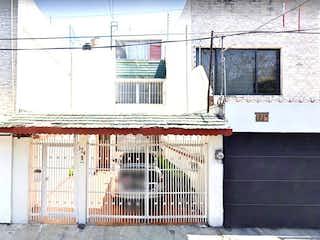 Un edificio que tiene una ventana en él en OPORTUNIDAD PASEOS DE TAXQUEÑA
