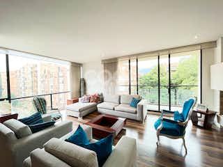 Una sala de estar llena de muebles y una ventana en Apartamento en venta en Antiguo Country/Virrey