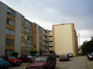 Una calle de la ciudad llena de coches y edificios estacionados en SE VENDE  Y ARRIENDA APTO NIZA IX  BOGOTA  CUNDINAMARCA