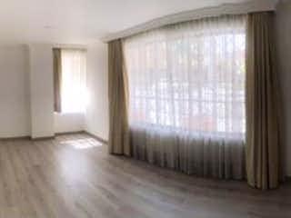 Una imagen de una sala de estar con una ventana en SE VENDE APARTA-ESTUDIO 50M2  SANTA PAULA BOGOTA