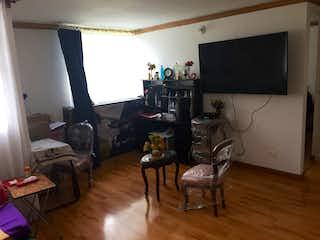 Una sala de estar llena de muebles y una televisión de pantalla plana en SE VENDE APTO PRIMER PISO EN BONANZA   BOGOTA
