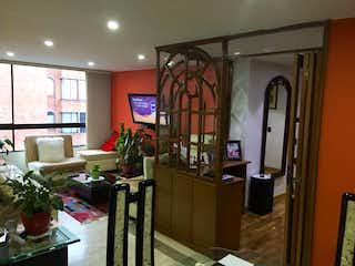 Una sala de estar llena de muebles y una ventana en Apartamento en venta en Puente Largo de 4 alcobas