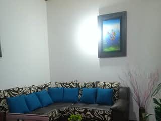 Una sala de estar llena de muebles y una televisión de pantalla plana en SE VENDE APTO BARRIO LA FLORIDA, BOGOTA