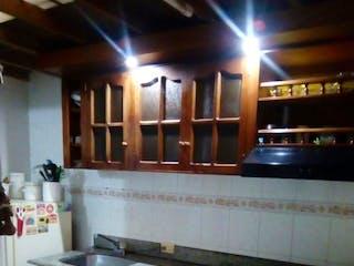 Una cocina con una estufa y un fregadero en SE VENDE  APTO DUPLEX LA VEGA CUNDINAMARCA