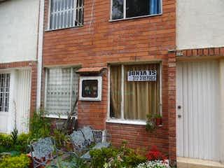 Un edificio de ladrillo con un edificio de ladrillo rojo en Se Vende Casa En Bolivia Bogota Cundinamarca