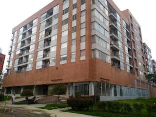 Un edificio alto sentado en la esquina de una calle en Apartamento en venta en Iberia con Gimnasio...