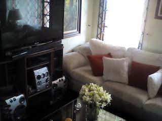 Una sala de estar llena de muebles y una televisión de pantalla plana en Apartamento en venta en Normandía Occidental 90m²