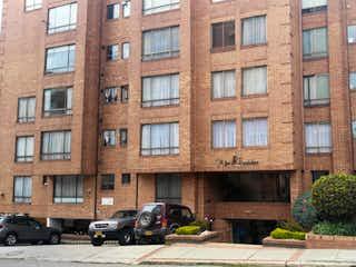 Un gran edificio con un gran edificio en el fondo en Apartamento en venta en Bosque De Pinos de 3 hab. con Gimnasio...