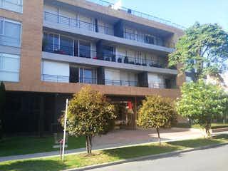 Un edificio alto con un árbol en él en La Calleja Soho 127, Apartamento en venta, 81m²