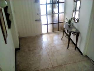 Un perro blanco está de pie en una habitación en Remodelado En Normandia 101, Apartamento en venta de 3 alcoba